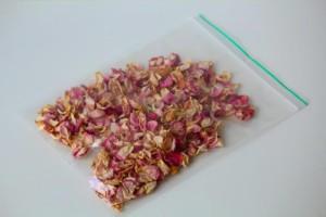 Tuinhappy.nl - gedroogde rozenblaadjes