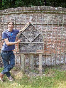 obert Egmond - zelf gemaakt insectenhotel - simpel en goedkoop