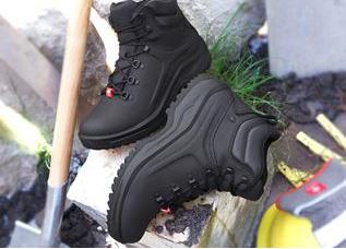 Schoenen in de tuin
