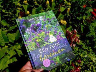 Een tuin barstensvol bloemen