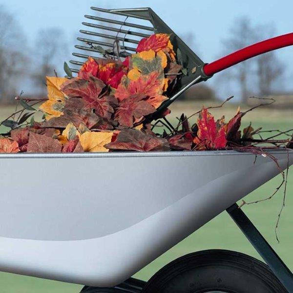 Handige hark voor bladeren