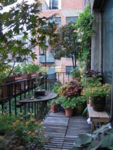 Tuinbankje op balkon