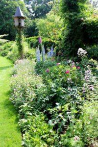Siertuinborder met verschillende vaste planten